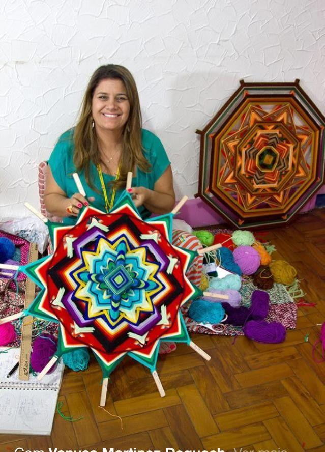 Mandala de 12 pontas e 80 cm, super colorida, irá deixar sua casa mais linda e cheia de boas energias. <br>Escolha as cores de sua preferência e encomende a sua!!!
