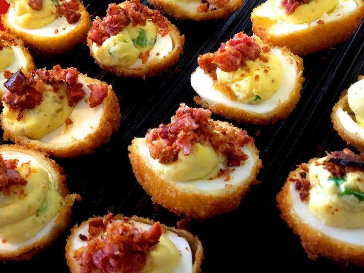 deviled eggs (ovos empanados e recheados)