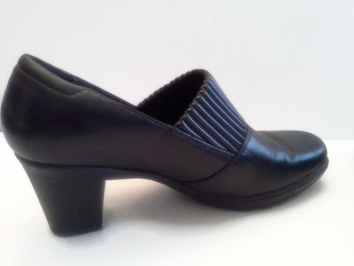 Clarks Womens 9.5 M Black Leather High Heel Pump Shoes Classic Slip On 80825  #Clarks #Classics #Most