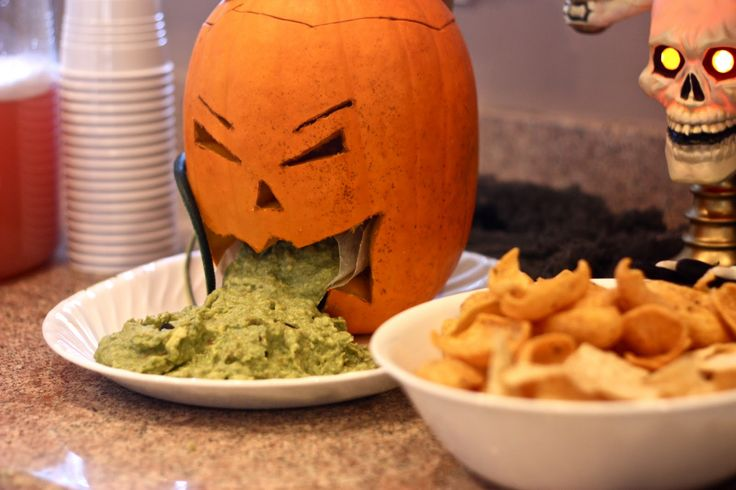thowing up punkin | like the pumpkin throwing up guacamole i carved the pumpkin