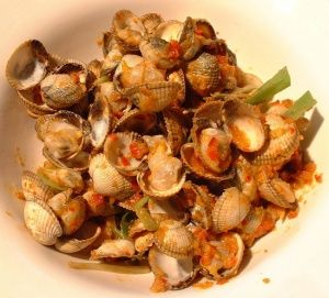 Cockles with garlic, chili and ginger