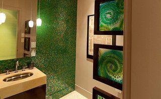 Mozaic verde in baie
