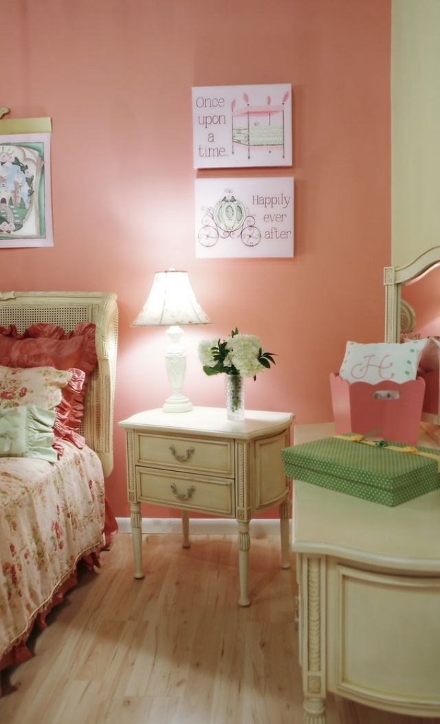Wandgestaltung im Kinderzimmer mit Farbe Lachs oder