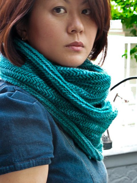 Big Herringbone Cowl by Purl Soho malabrigo Worsted in Emerald
