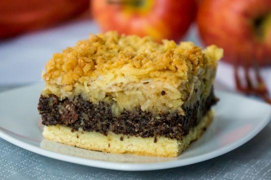 Makowiec z jabłkami to idealna propozycja ciasta na świąteczne przyjęcie, ale nie tylko.