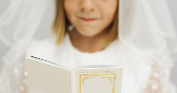 Preces que as crianças precisam saber para Primeira Comunhão. Antes de receber a Primeira Comunhão, as crianças precisam se submeter ao Sacramento da Reconciliação ou Confissão. A preparação para estes dois sacramentos caminham lado a lado. Através do Catecismo, as crianças aprendem a importância e significado de tais sacramentos. Elas também aprendem as preces católicas básicas. A maioria dos catequistas ...