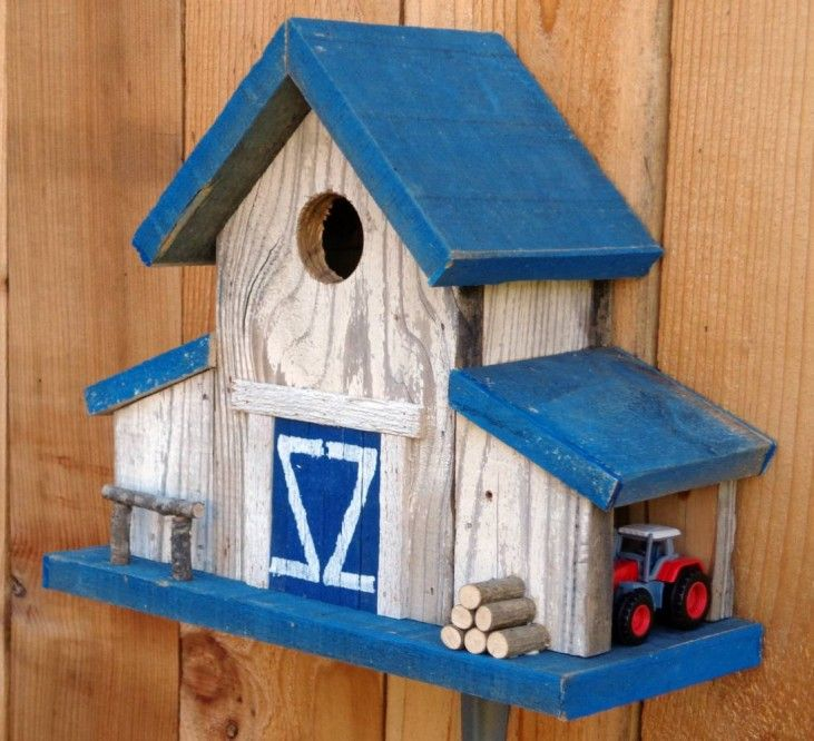 Rustic reclaimed barnwood birdhouse 15 amazing handmade for Unique homemade bird feeders