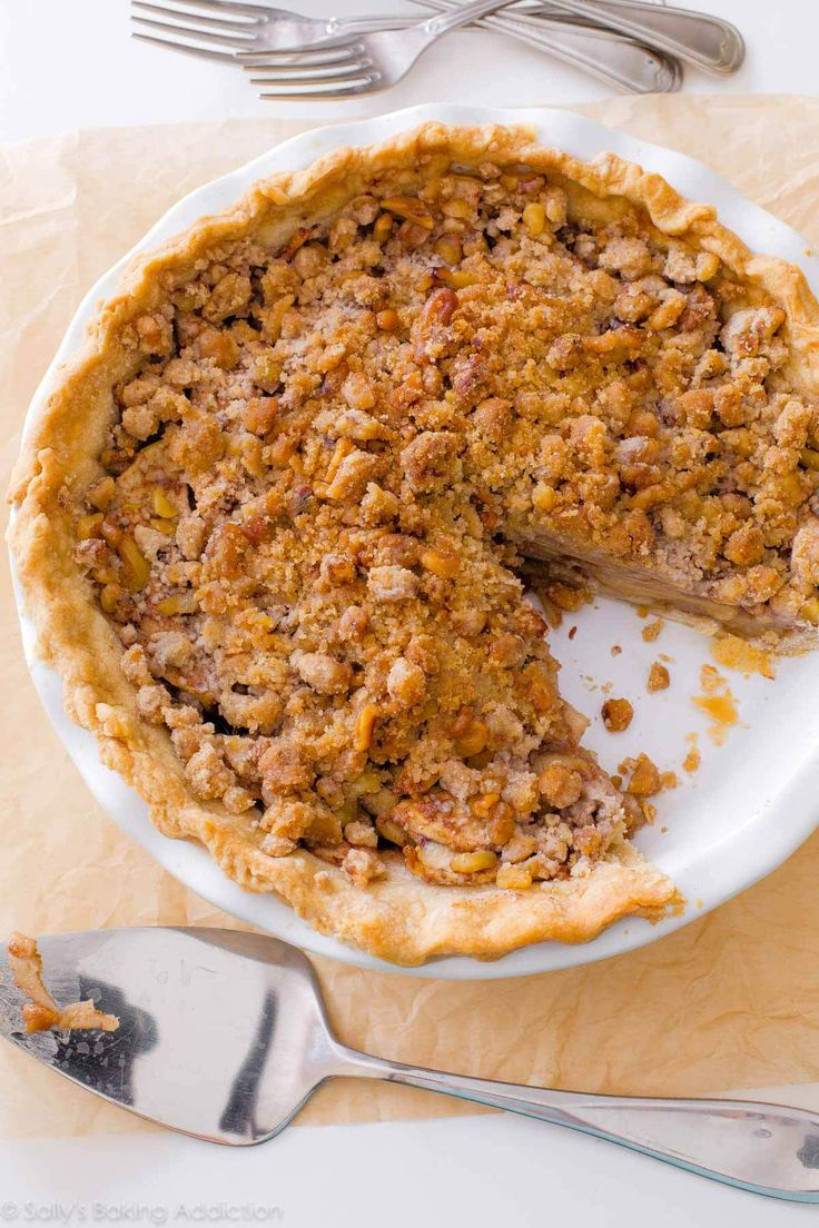 Deep Dish Apple Crumble Pie-- heavy on the crumble topping! Recipe on sallysbakingaddiction.com