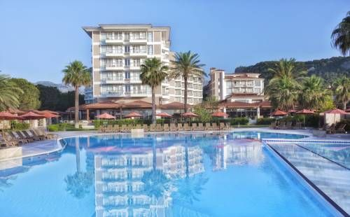 Akka Alinda Hotel Kemer Situated on the seafront of Kiriş Bay in the Antalya region, this 5-star resort offers modern rooms with a private balcony. Facilities include outdoor pools, tennis courts, and a wellness centre.