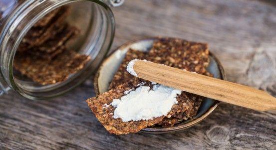 Ricetta cracker crudisti con semi di lino alla mediterranea