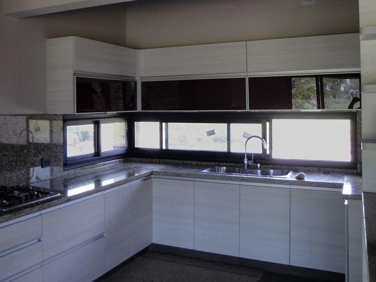 Bildergebnis für Cocinas con ventana sobre mesada