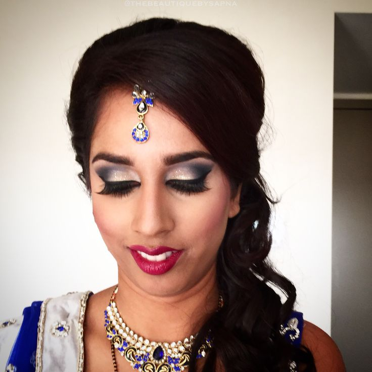 A beautiful reception look for this Indian bride!