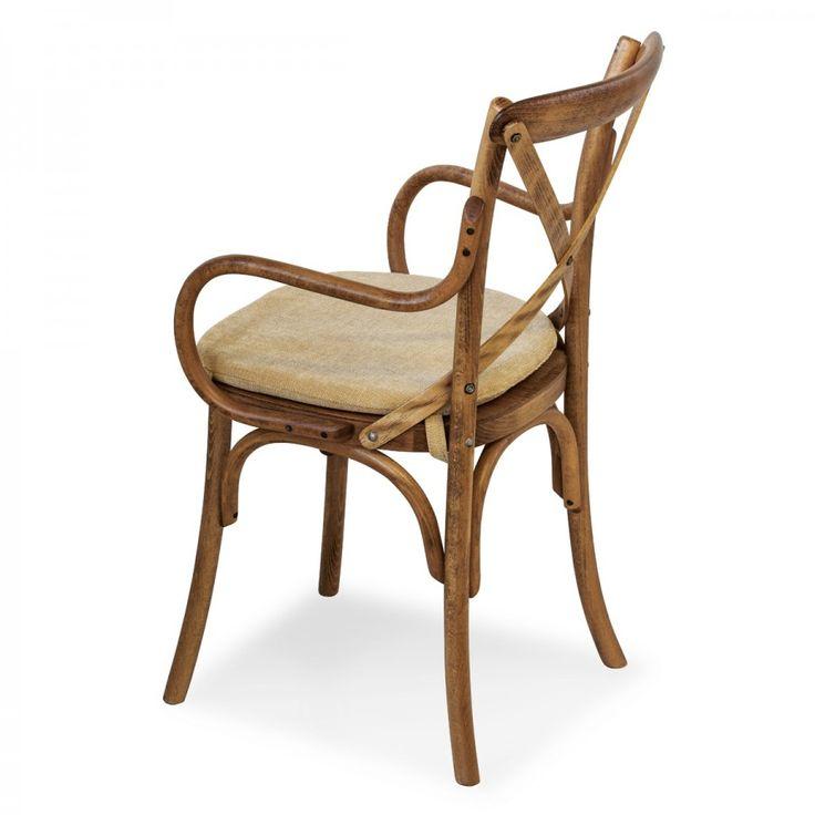 CIAO/PILL P: lo stile Thonet è sempre più ricercato negli ultimi anni, per questo nasce la collezione Ciao.  Ciao/Pill P è la sedia con braccioli che fa parte di questa collezione comprendente anche sedie e sgabelli. Questa poltroncina è realizzata con una semplice struttura in legno di faggio arricchita da dettagli in legno curvato, mentre lo schienale è composto dall'incrocio di due listelli di legno.