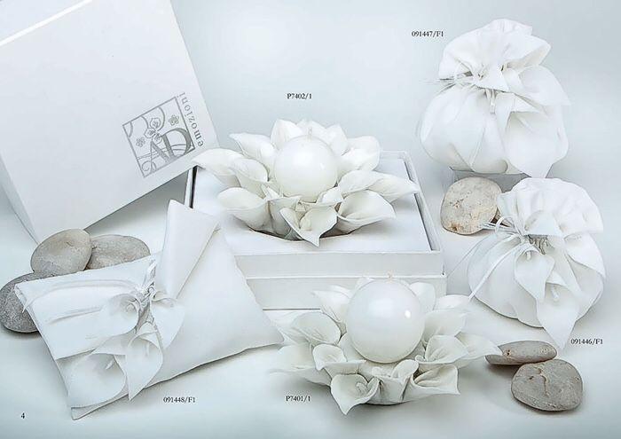 Bomboniere in porcellana a forma di fiore con candela marchiate Ad Regali . www.elisa-Regali.it