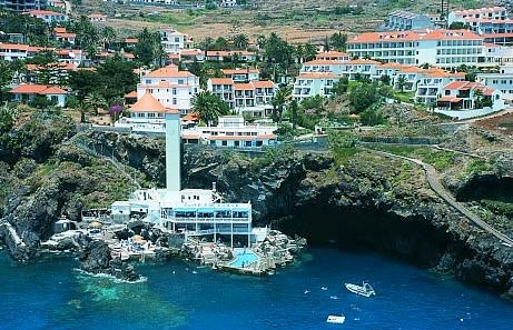 The Manta Diving Center is located in Canico de Baixo, directly at the bathing resort of the Galo Resort Hotels.