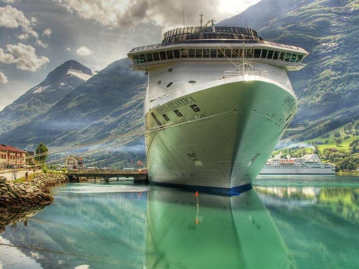 заставки 'Круїзні судна' для робочого столу: http://wallpapic.com.ua/transport/cruise-ships/wallpaper-27066