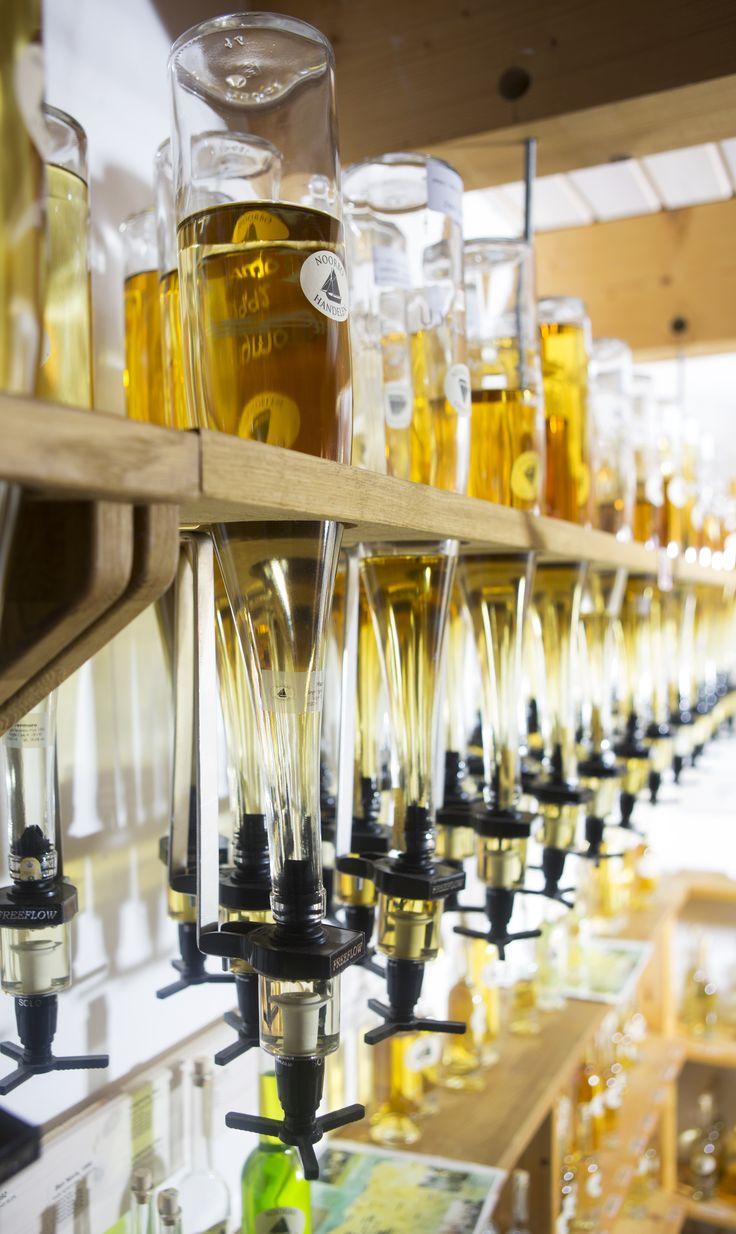 Fra #tønde, #cask til #flaske. #Noorbohandelen køber #spiritus hjem fra hele verdenen og sælger den i flasker fra 100ml op ad. Det giver kunden større muligheder at vælge og ikke mindst at købe en #smagsprøve inden. #nyord #taste #smag #nyd #whisky #rom #grappa #cognac #brændevin #likør #vinimport #torvehallerne