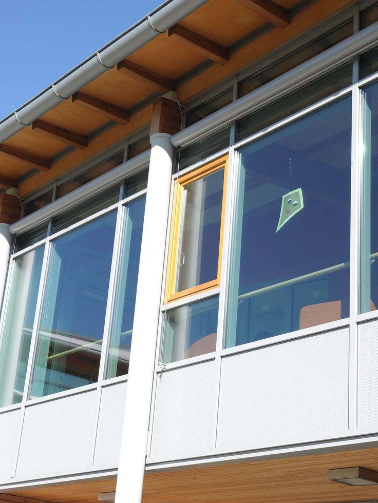 """Casa di Riposo """"Martinsheim"""". Fornitura e posa in opera di facciata continua, rivestimenti, serramenti in alluminio. Particolare finestra apribile"""