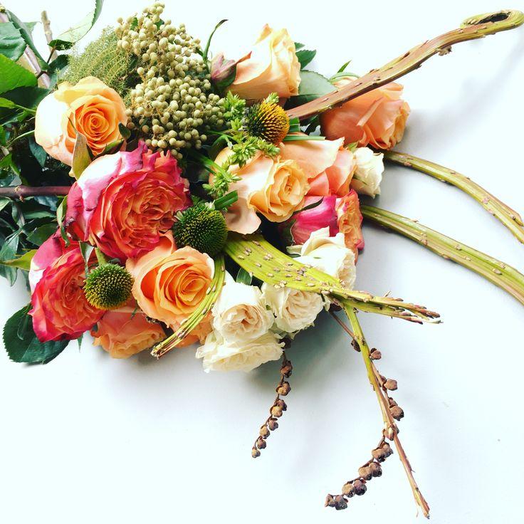HanaBox • Box of flowers delivered to your door • DIY arrangements #hanaflowerbox