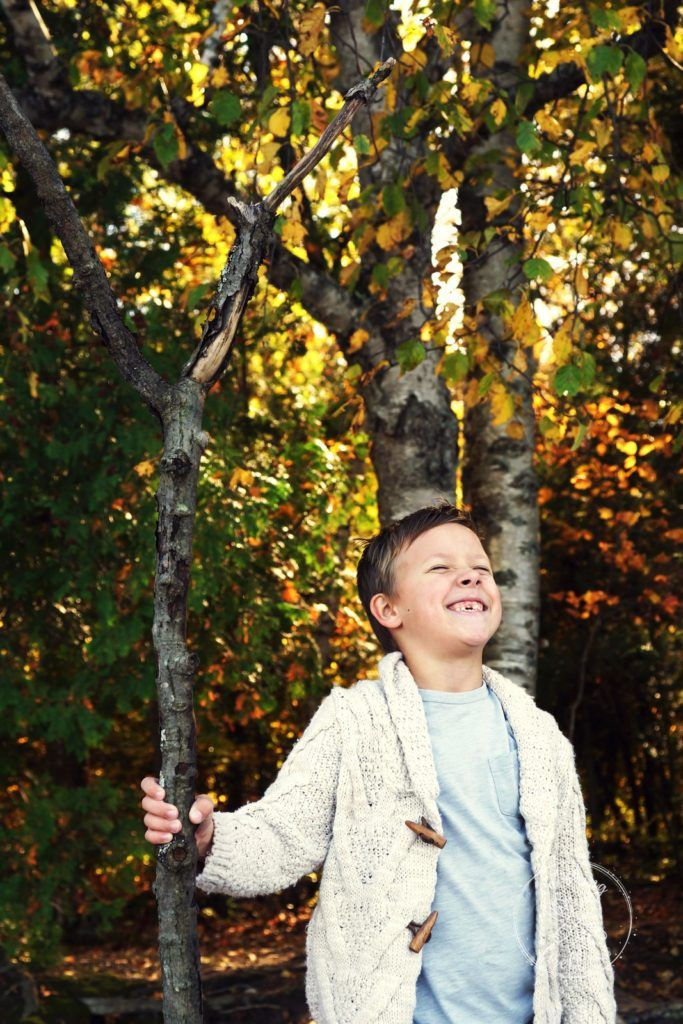 7 years old boy- fall photo session at Awenda Provincial park. http://www.catchingfireflies.ca/a-walk-at-awenda-provincial-park/