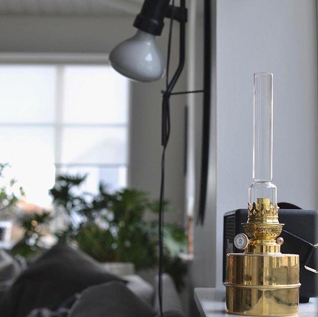 FLAGGSKÄR | Visste du att ljusstyrkan från flaggskär motsvarar ungefär styrkan hos 10 vanliga stearinljus? De fina oljelamporna från Karlskrona Lampfabrik går att använda året om. Just nu har vi 20% rabatt på alla oljelampor från Karlskrona Lampfabrik  #homebysweden @camillasrum