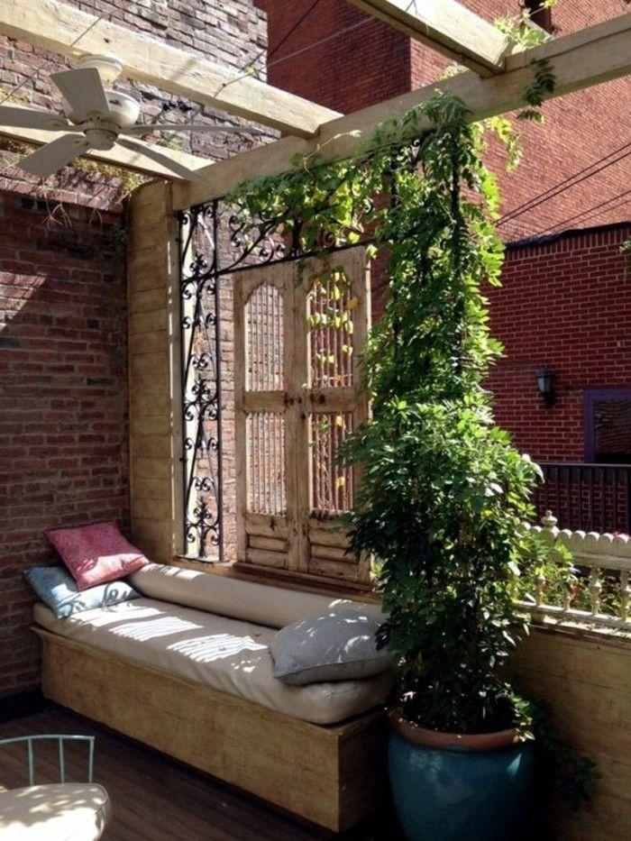 Sichtschutz für Terrasse und Balkon draußen versteckt
