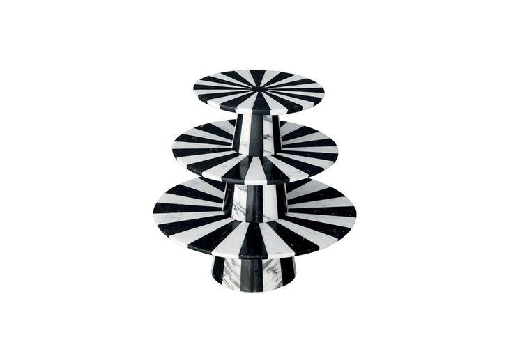 Boleira Alice (2014), de mármore Carrara (branco) e nero marquina (preto), 31,5 x 32 cm de diâm., da Bethan Gray Design, preço sob consulta