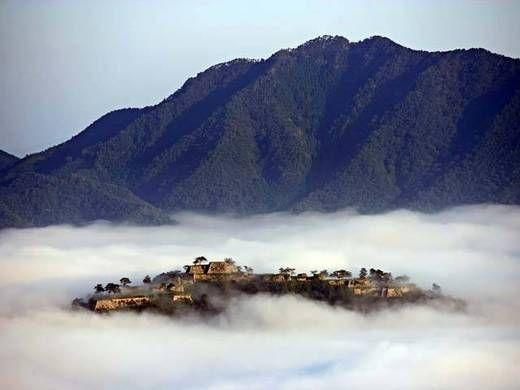 日本が誇る天空の城、日本百名城の1つ「竹田城跡」