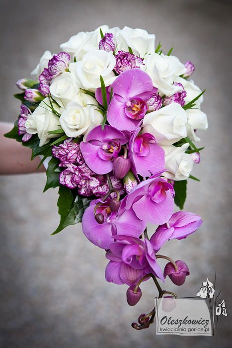 Pozytywne Inspiracje Ślubne: Róże i storczyki w bukiecie ślubnym