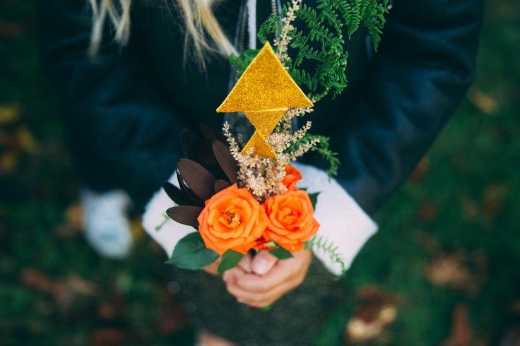 www.bcce.fr Shooting les temps modernes. Petit bouquet pour demoiselle d'honneur. Orange et géométrique