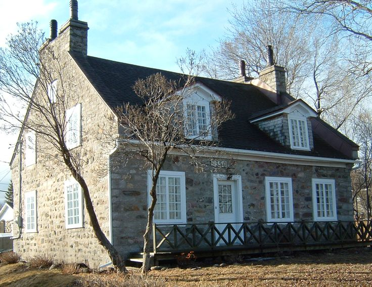 Maison Paul Desjardins. Paul Desjardins reçut en 1833, la terre de son père Pierre Desjardins. Cette maison de pierre fut probablement construite pour Paul Desjardins peu après son mariage en 1833.Source: Ville de Montréal.Adresse: 9350, Boulevard Gouin, Rivière-Des-Prairies.http://genealogie.planete.qc.ca/gallery/view/id_435349/field_/