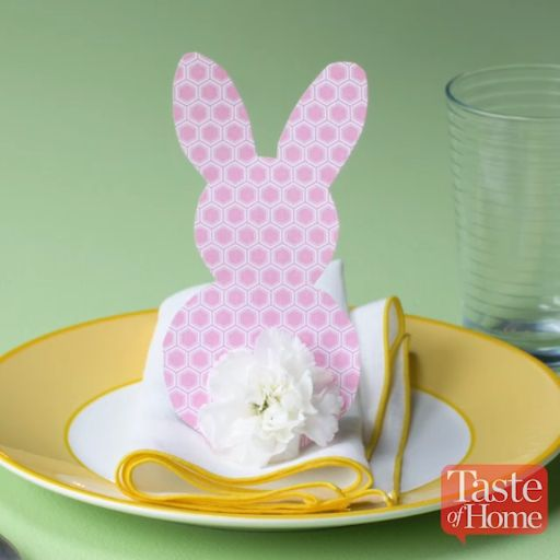 DIY Easter Place Setting! Visit our website for more Easter decoration ideas.