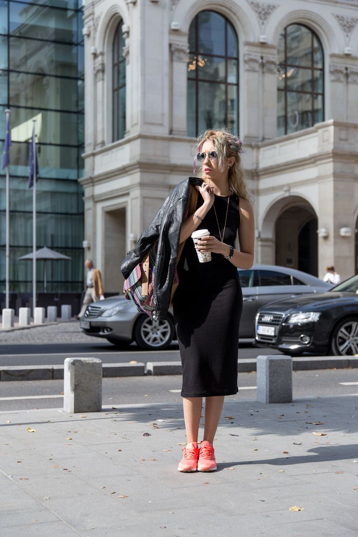 #monoclu #streetfashionbucharest #raybanfashion #leather #colorhair #casualoutfits #allblack #fashionbags #adona #cooloutfit  http://www.monoclu.ro/air-max-help-me-to-run-and-work-in-this-crazy-bucharest/