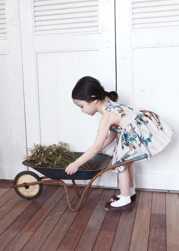 Anna Olive Newan: tropical-inspired prints for S/S '15 kids' fashion.