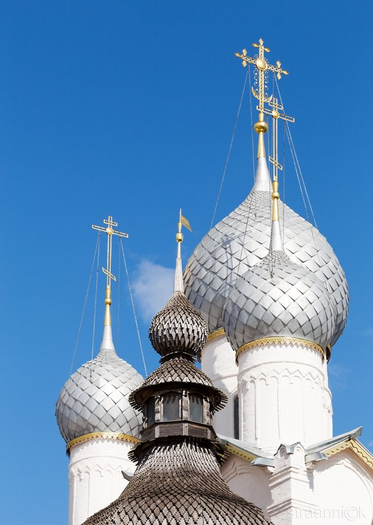 Aspiration to heaven - Domes of the Holy Gates and the Resurrection Church in the Kremlin of the Rostov Veliky (Rostov the Great) on a sunny day. Golden Ring of Russia