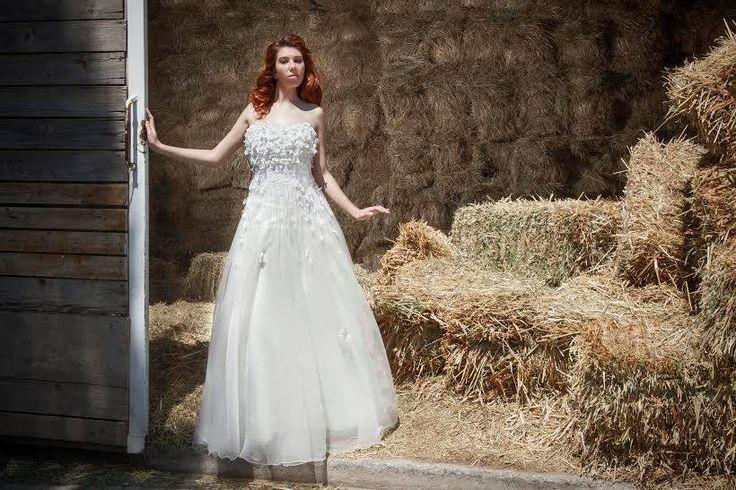 Ρομαντικό νυφικό σε γραμμή princess... Photo:Nikos Samaras Hairstyle:George Xikis Model:Evita Labiri