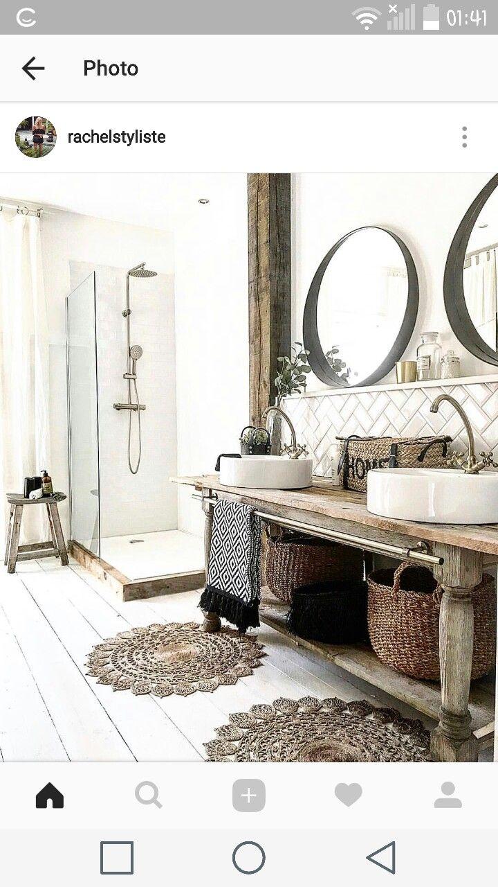 Rachel styliste bathroom 2. Vintage wood and white black colors