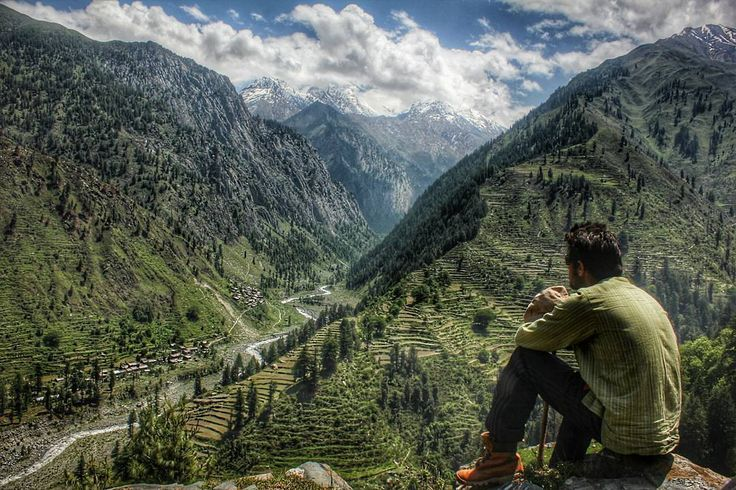 अगर आप सच घमककड़ ह और हमचल क बड़ भगल गव नह दख त कछ नह दख . If you are a true wanderer & didn't went to Bada Bhangal village yet it means you missing real Himachal  Bada Bhangal is one of the remote & neglected area in Himachal Pradesh lies under Kangra distt. Surrounded by mountains of Kangra Chamba & Manali. River Ravi started few Km above from this village. A shortcut to trek to Hanumaan Tibba also started from here. Only 3 ways to visit this beautiful hidden village  1. Cross Thamsar paas…