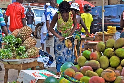 """Outdoor Market, City Center, Freetown, Sierra Leone. This is what it is like to """"go shopping"""" in Freetown."""