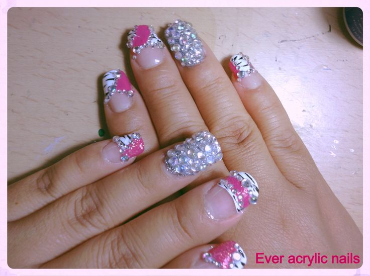uñas con pedreria on Pinterest | Sinaloa Nails, Pink Bling Nails ...
