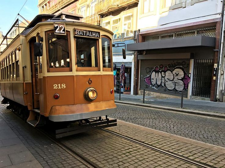 Antique tram, Porto, Portugal - lilmissboho.com