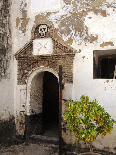 Nesse cela, eram colocados para morrer de fome os escravos problemáticos. Elmina, uma maravilha da arquitetura colonial portuguesa!