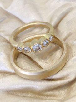 No.10 Edith Hegedüs Weddingrings gold and diamonds. Instagram: no10edithhegedus