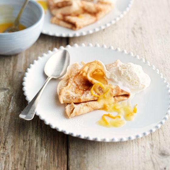 Flensjes met sinaasappelsaus en ijs - Met dit heerlijke dessert kom je de winter wel door. #nagerecht #winterkost #JumboSupermarkten