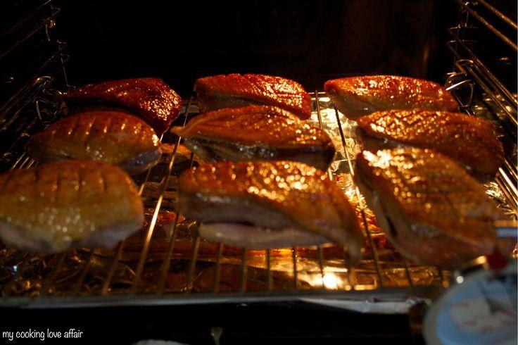 Entenbrust rosé, glasiert mit Ahornsirup und Zimt, Orangensoße, Rotkohl und Breznknödel