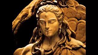 Om Namah Shivaya.Mantra používá univerzální Elementy, které ovládají jednotlivé čakry: Země, Voda, Oheň, Vzduch a Éter. Slabiky Na, Ma, Ši, Va, Ja pomáhají čakrám lépe využít a harmonizovat základní Elementy, které v dané čakře převládají.Mantra vede také ke spirituálnímu zdokonalení. Pomáhá čistit mužský aspekt, ruší negativní, anebo jakékoli omezující myšlenky.