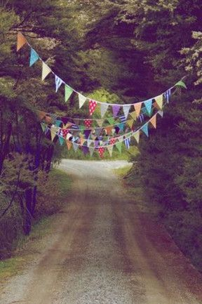 16 enchanting garden parties: Welcome bunting on the driveway gets guests in the mood