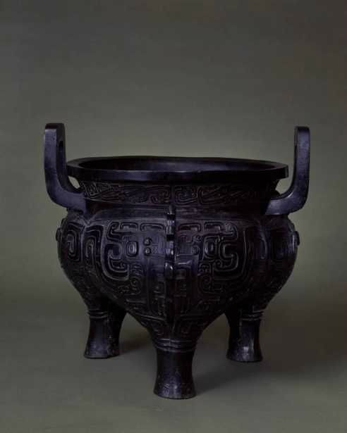 Lobed Tripod Cauldron (Shi Yin li), Mid-Western Zhou dynasty, 927–850 BC. China. © The Palace Museum, Beijing.