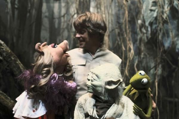 Kermit and Miss Piggy visit Mark Hamill and Yoda on the set of The Empire Strikes Back