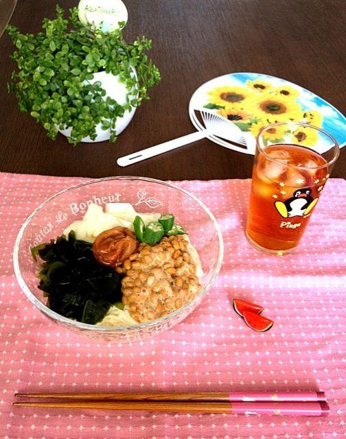 食べる時は全部混ぜちゃって〜! ♪( ´θ`)ノ - 11件のもぐもぐ - 梅わかめネバネバ冷やしうどん by pentarou